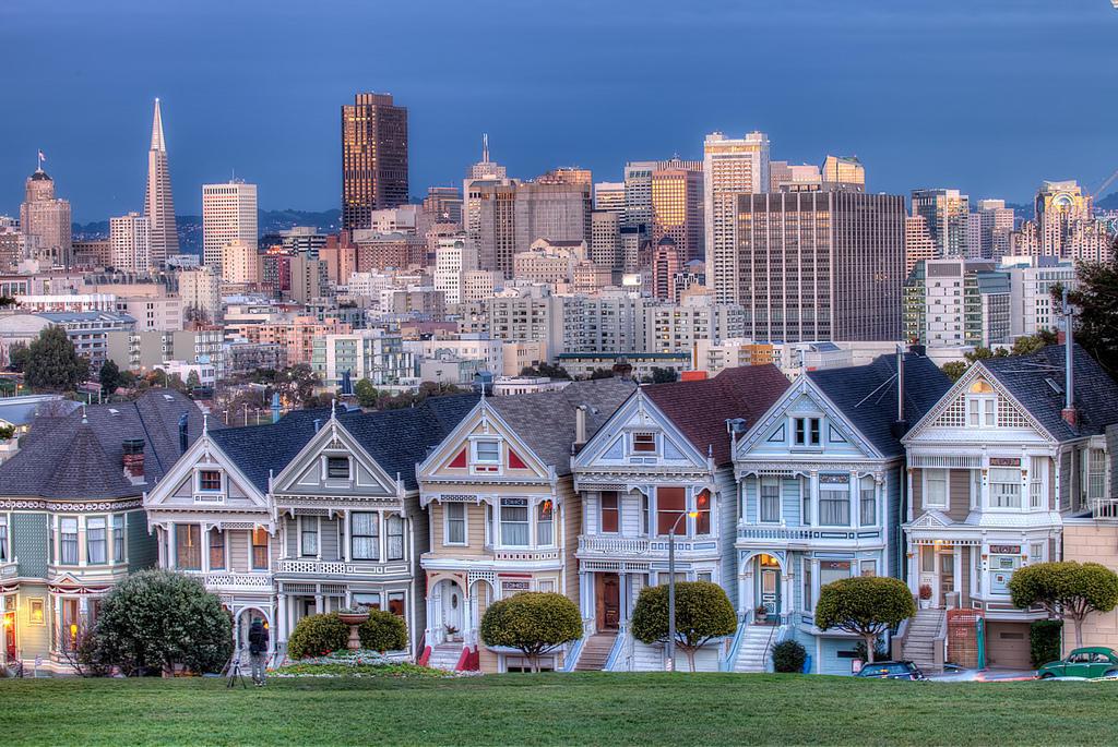 9257135831 b6be4d9efc b1 Яркая достопримечательность Сан Франциско: викторианские дома Painted Ladies