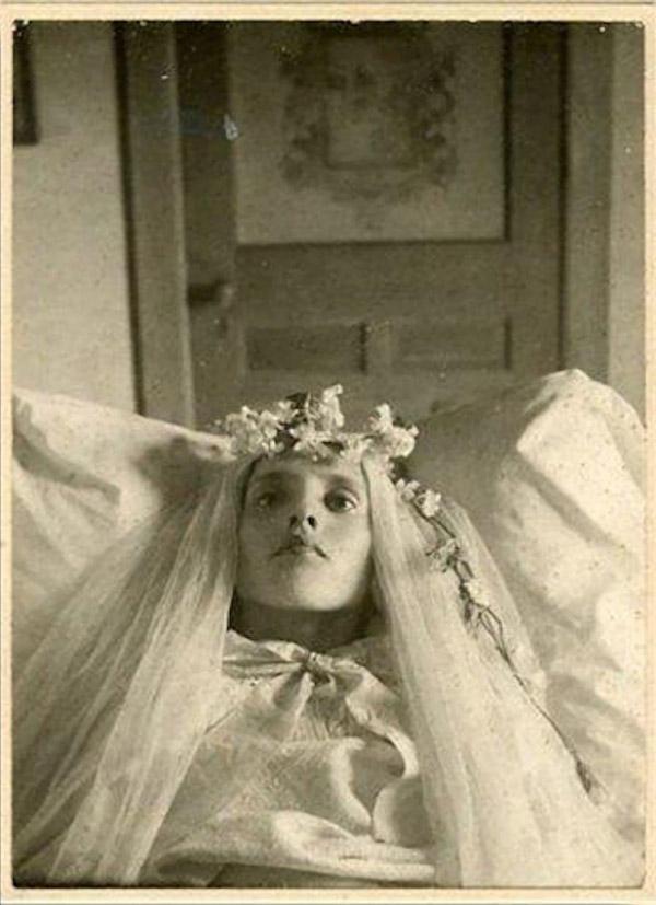 From1800s02 Посмертные портреты времен королевы Виктории