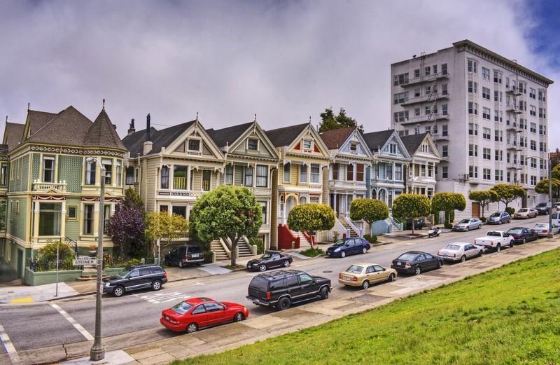 Яркая достопримечательность Сан-Франциско: викторианские дома Painted Ladies