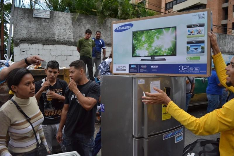 Социалистическая «оккупация» в Венесуэле: Армия захватила магазины и раздает товары почти бесплатно