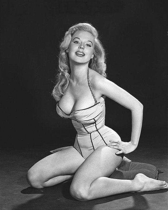 BettyBrosmer09 Бетти Бросмер — обладательница самой шикарной фигуры 50 х годов