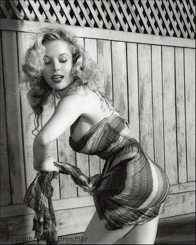 BettyBrosmer25 Бетти Бросмер — обладательница самой шикарной фигуры 50 х годов