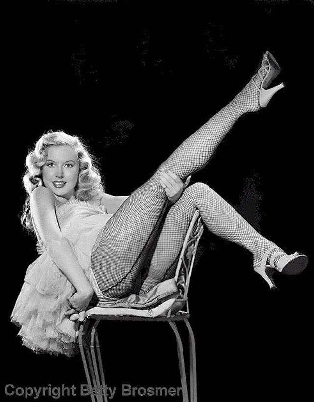 BettyBrosmer28 Бетти Бросмер — обладательница самой шикарной фигуры 50 х годов