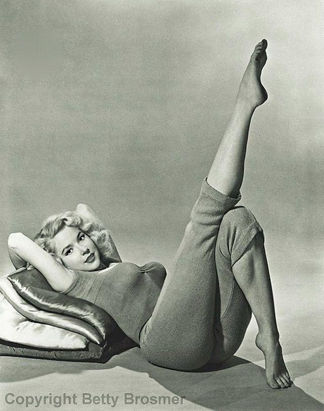 BettyBrosmer29 Бетти Бросмер — обладательница самой шикарной фигуры 50 х годов