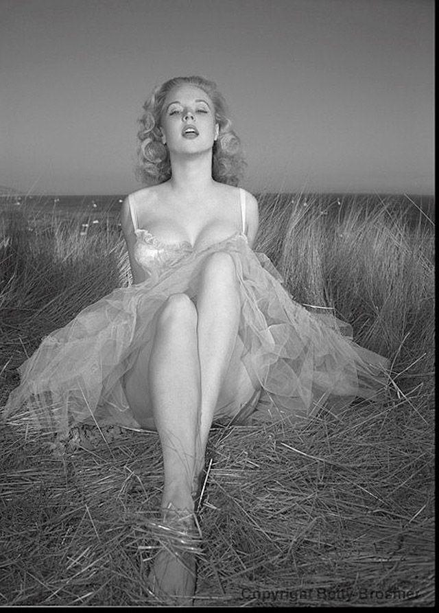 BettyBrosmer36 Бетти Бросмер — обладательница самой шикарной фигуры 50 х годов