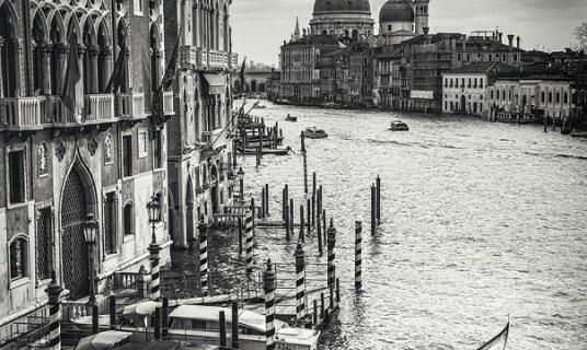Черно-белая Европа в волшебных работах Роберто Павича