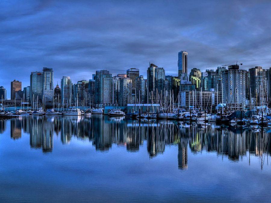 mirrored02 Урбанистическое Зазеркалье: Отражения мегаполисов