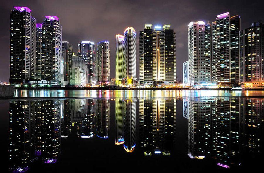mirrored06 Урбанистическое Зазеркалье: Отражения мегаполисов