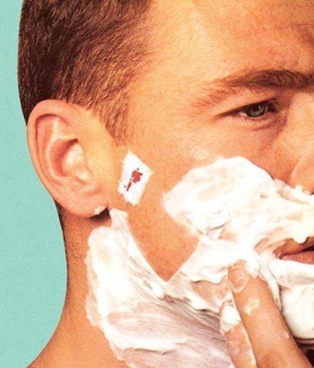 14. Порезы во время бритья «вылечит» бальзам для губ, будь то порезы на лице, на ногах или в любом другом месте.