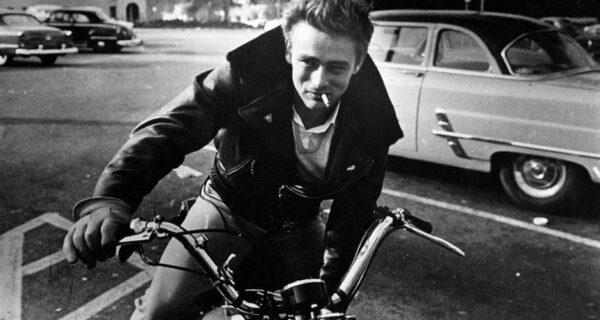 20 фото знаменитостей ХХ века на мотоциклах