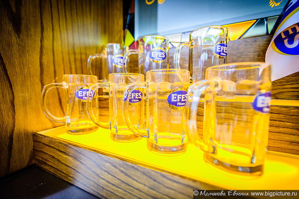 Это - самая популярная марка турецкого пива, которая экспортируется на 60 внешних национальных рынков.