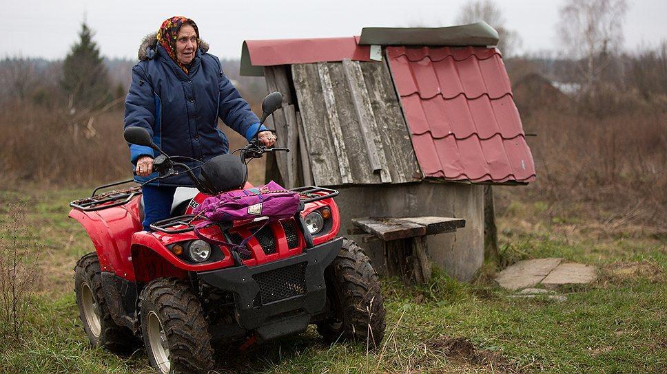 KMO 138930 00006 1 t218 202042 Бабушка с мотором