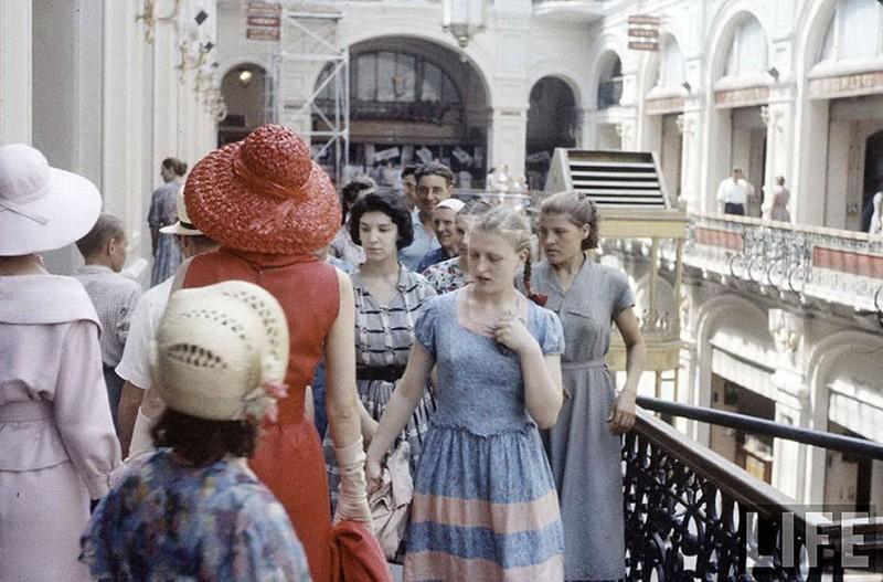 Thaw17 800x527 Кристиан Диор: Как прошел первый визит в Москву в 1959 году