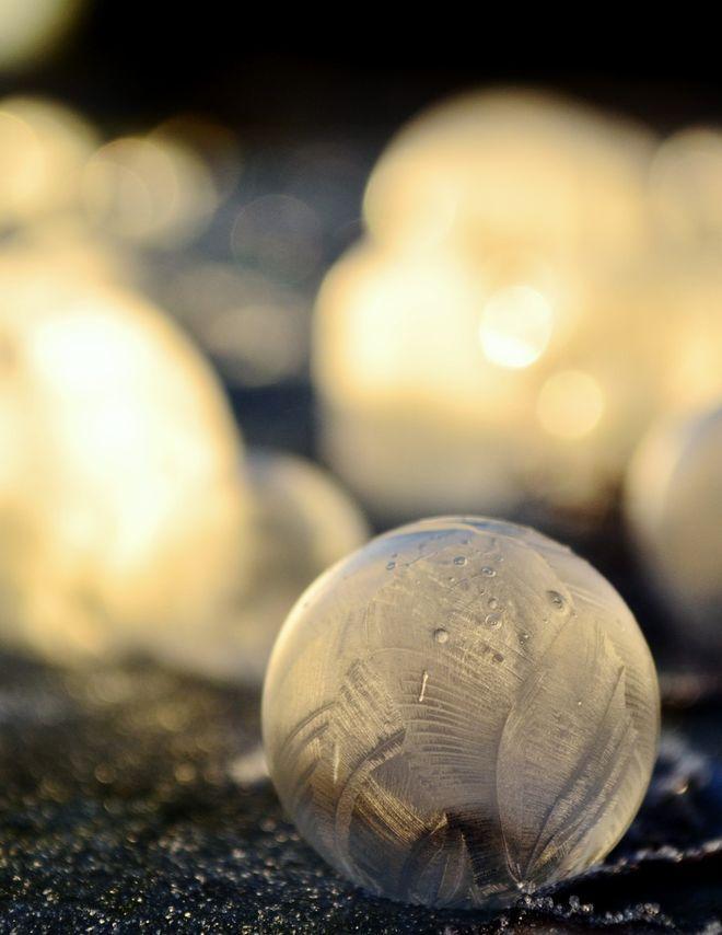 angelakelly02 Хрустальные шары: Девушка фотографирует мыльные пузыри в мороз