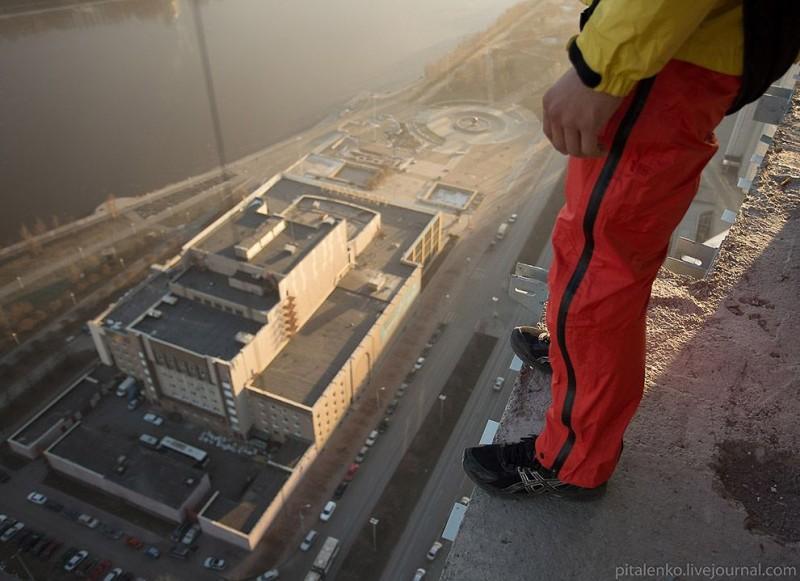Прыжок с башни «Исеть»: Высота 140 метров