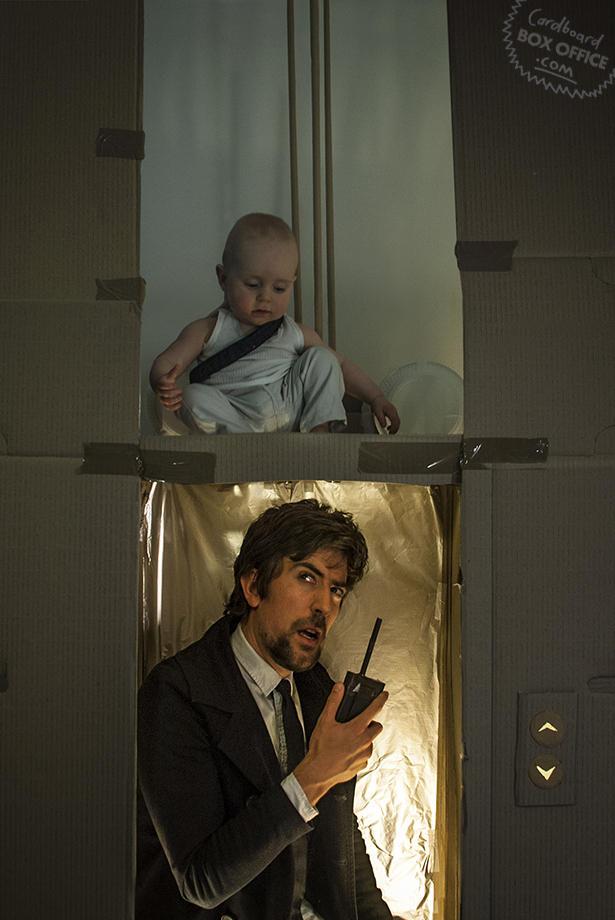 diehard1 Картонное кино: веселые родители воссоздают знаменитые фильмы