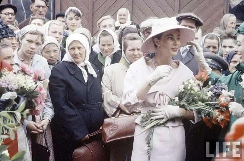 diorinmsk18 Кристиан Диор: Как прошел первый визит в Москву в 1959 году