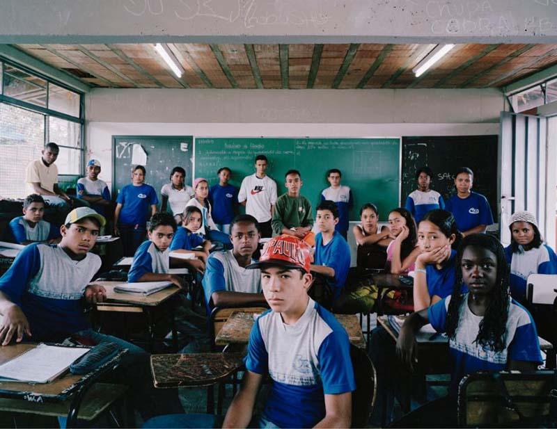 shkolnikiraznixstran 1 Как выглядят ученики и школьные классы в 15 странах мира