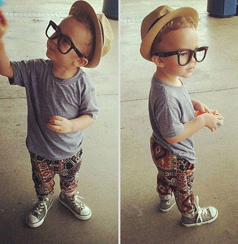 Модные мальчики в кедах