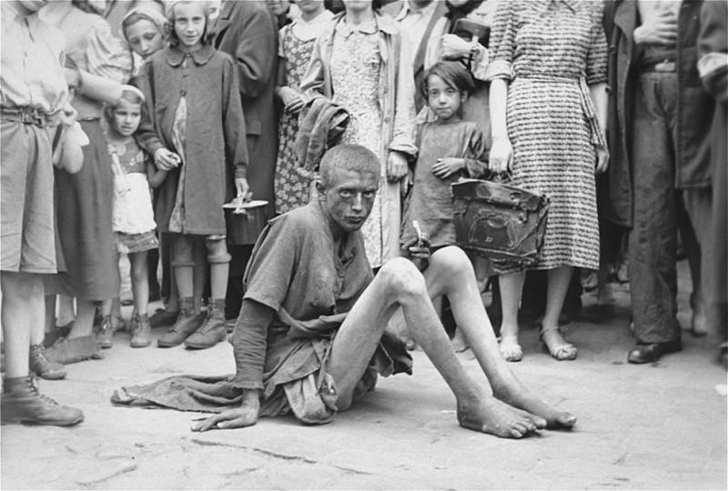 warsawgetto18 800x540 Запретные фотографии : Варшавское гетто летом 1941 года