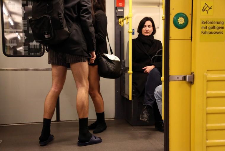 00013263 Без штанов и стыда: самый яркий флешмоб этой зимы