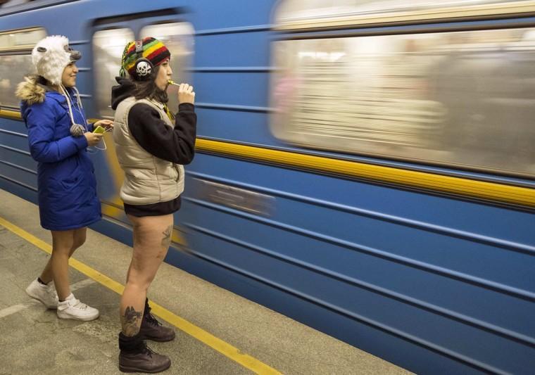 00013268 Без штанов и стыда: самый яркий флешмоб этой зимы
