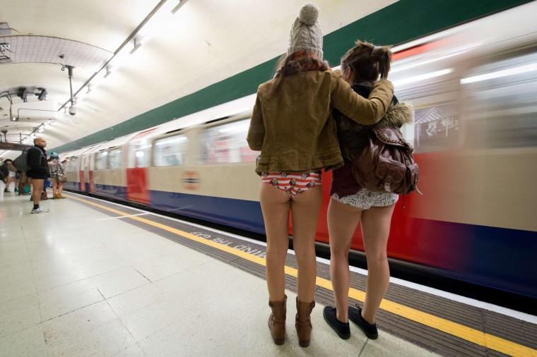 0001326G Без штанов и стыда: самый яркий флешмоб этой зимы