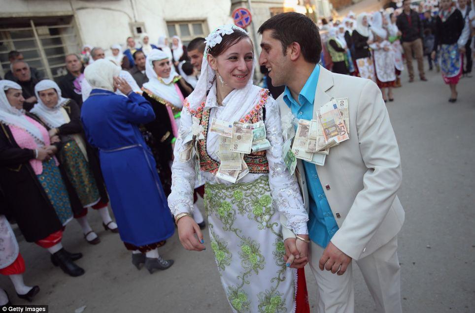 Ком-нибудь на свадьбу
