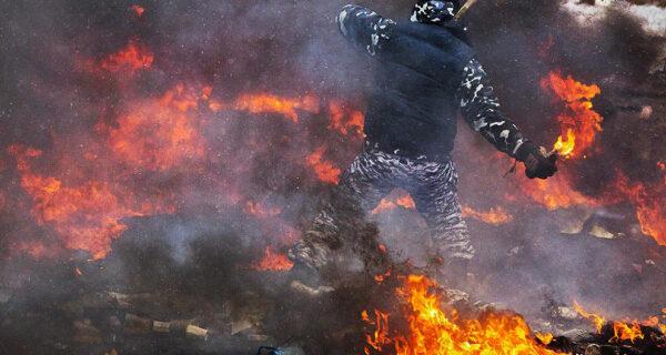 Самые невероятные и удивительные фотографии противостояния в Украине