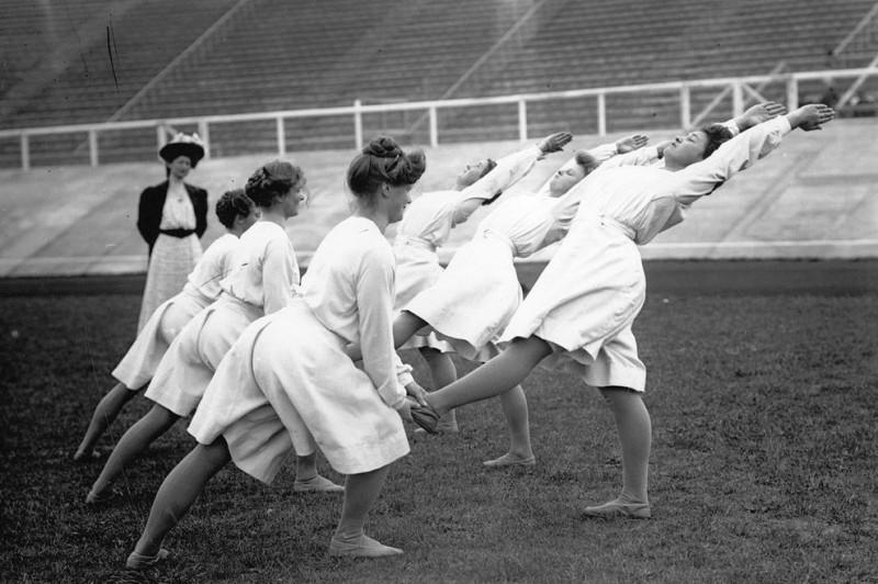 VintageYoga01 800x532 Какой была йога в прошлом веке: любопытные винтажные фото