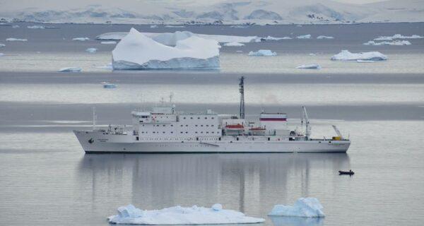 Антарктида: Остров Booth, бухта Port Charcot