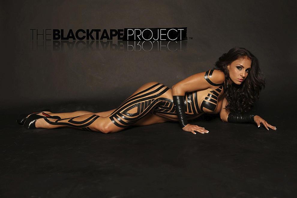 blacktapeproject10 Девушки в нарядах из черного скотча