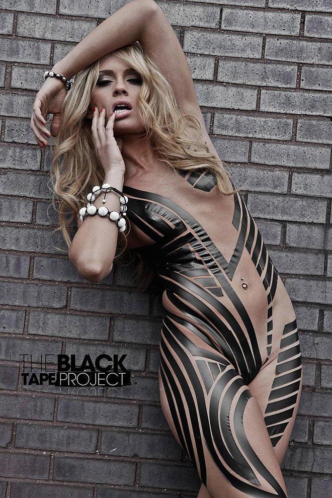 blacktapeproject12 Девушки в нарядах из черного скотча