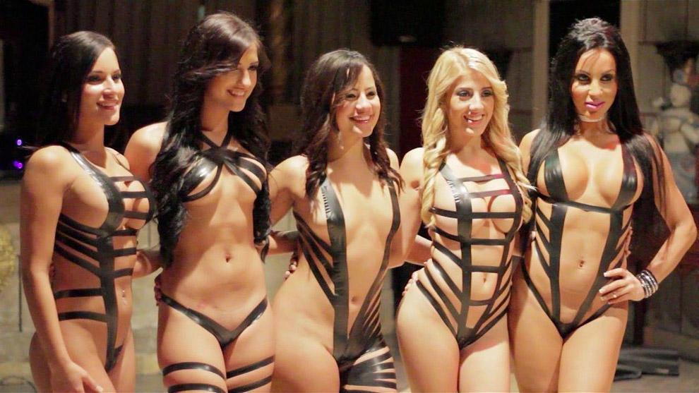 blacktapeproject16 Девушки в нарядах из черного скотча