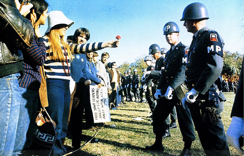 compassionoverviolence10 30 фотопримеров человеческого сострадания во время акций протеста