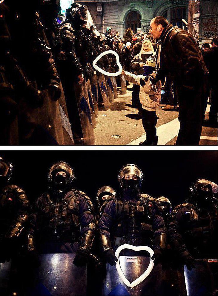 compassionoverviolence11 30 фотопримеров человеческого сострадания во время акций протеста