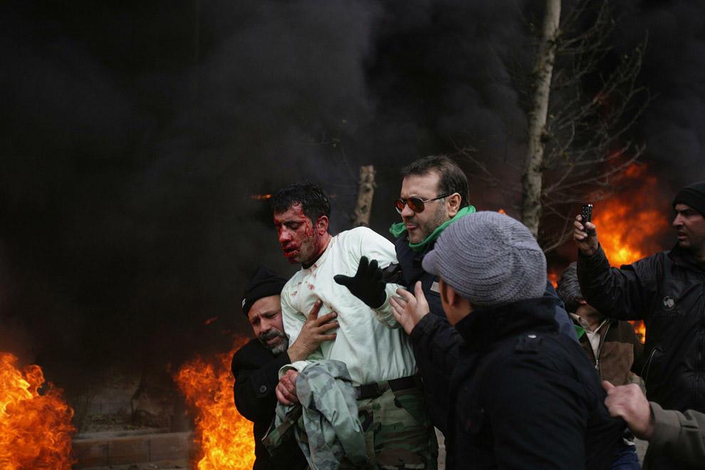 compassionoverviolence12 30 фотопримеров человеческого сострадания во время акций протеста