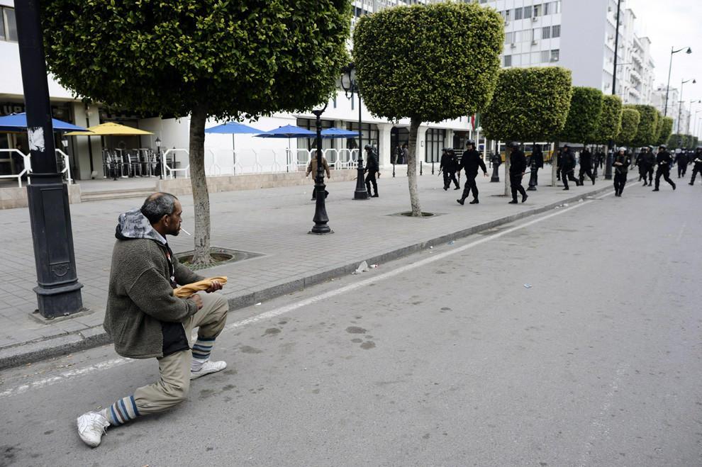 compassionoverviolence20 30 фотопримеров человеческого сострадания во время акций протеста