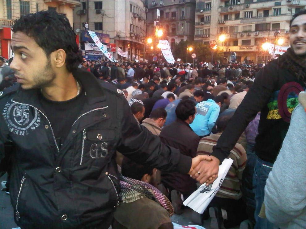 compassionoverviolence26 30 фотопримеров человеческого сострадания во время акций протеста