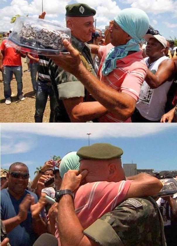 compassionoverviolence28 30 фотопримеров человеческого сострадания во время акций протеста