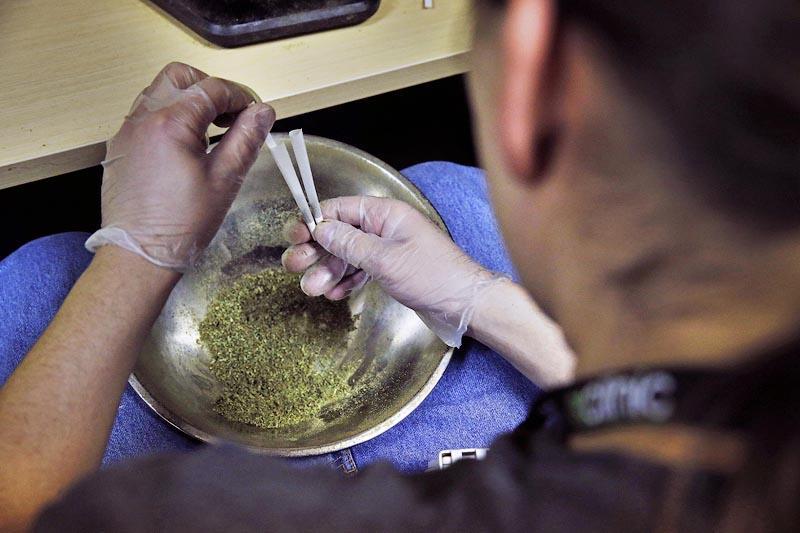 f458fd7750ef7176abe1f4334e3c7137 В Колорадо за первые сутки продали легальной марихуаны на миллион долларов