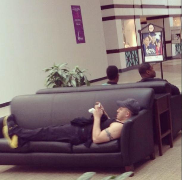 miserabo1 Забавные кадры из Instagram Мужчины вмагазинах