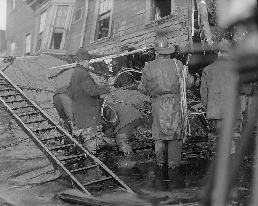 molasses09 10 впечатляющих фото сахарного потопа в Бостоне