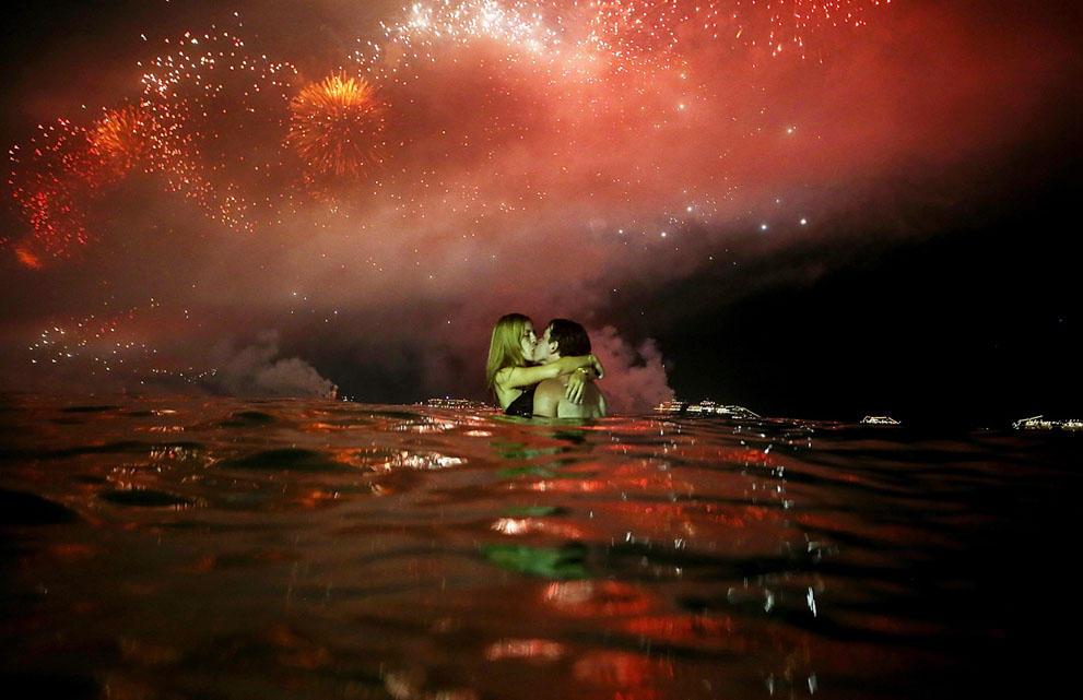 s n37 59839369 Салюты, пляжи и шампанское   как в мире встретили новый 2014 й год