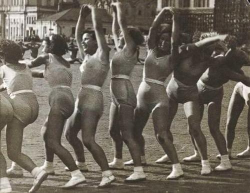 """Александр Родченко. """"Волна"""". Ритмическая гимнастика. 1936 год."""
