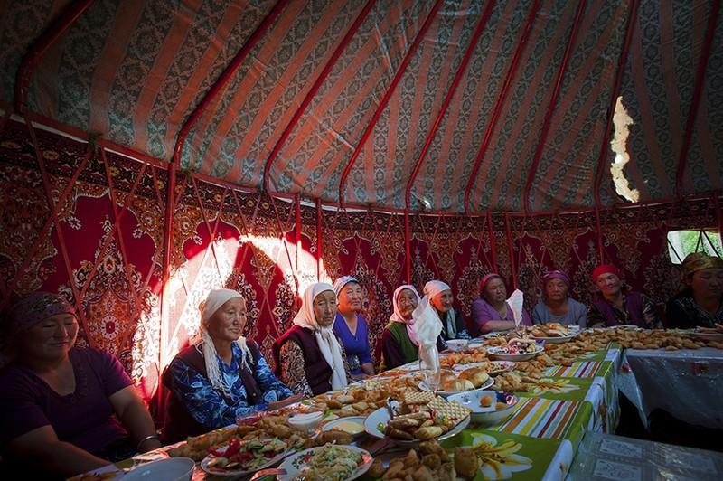unholymatrimony01 Краденые невесты Кыргызстана