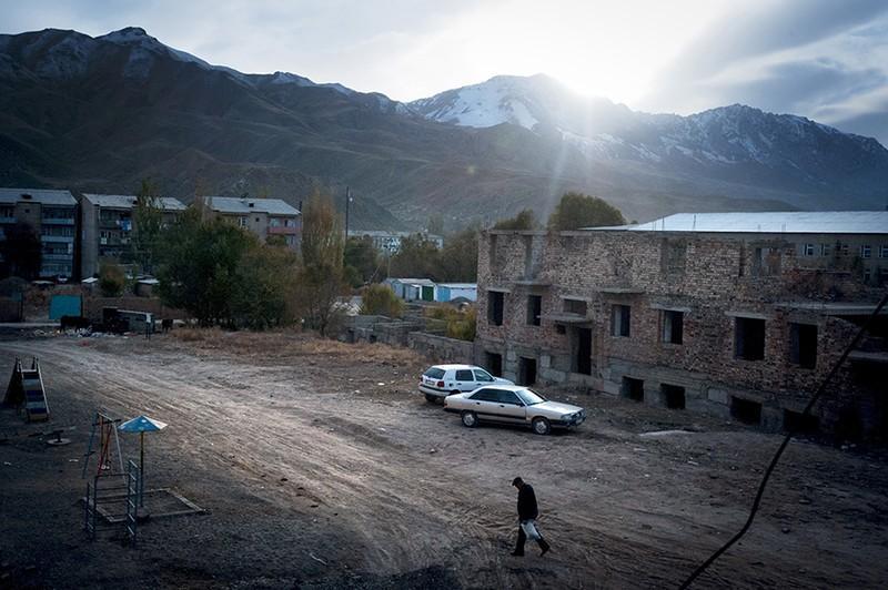 unholymatrimony03 Краденые невесты Кыргызстана