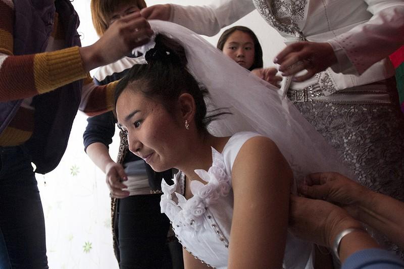 Изнас илование русской невесты у нее дома