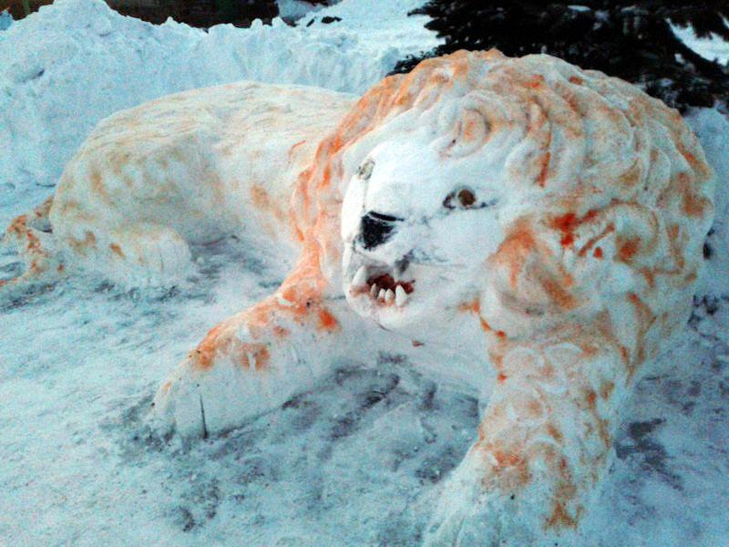 Лев2 Снежные скульптуры в исправительных колониях Украины