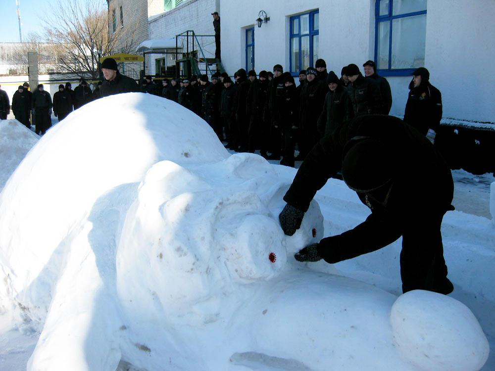 08 competition snow figure1 Снежные скульптуры в исправительных колониях Украины